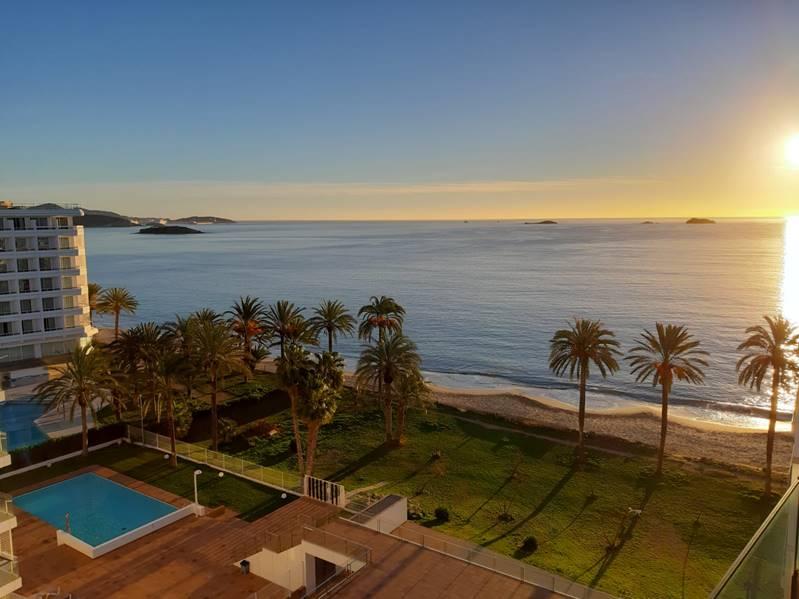 Bloque de 10 apartamentos con vistas al mar en moderna residencia de primera línea en Ibiza Playa d'en Bossa