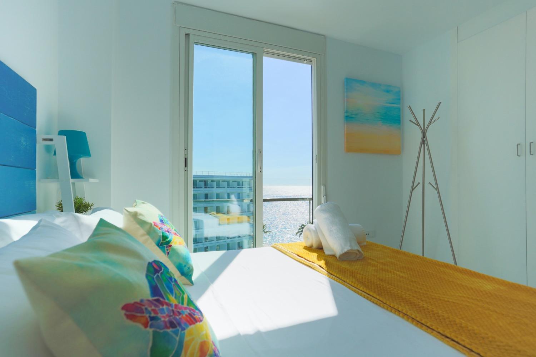 Conjunto de 22 apartamentos con increíbles vistas frontales al mar en venta en moderna residencia de primera línea en Ibiza