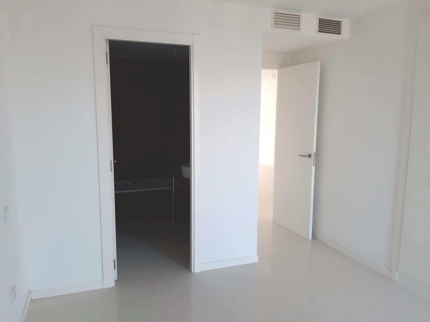 Precioso piso en primera línea con gran potencial, en venta en Bossa del Mar, Ibiza