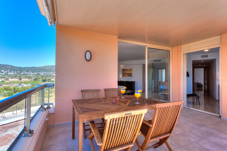 Modern àtic de 3 dormitoris amb fabuloses vistes al mar i terrassa al terrat a la venda a platja d'en Bossa