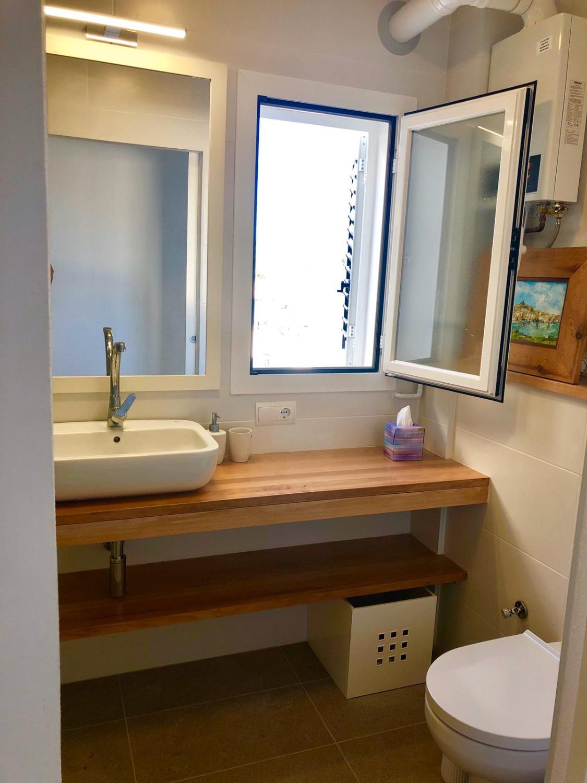 Onlangs gerenoveerd 3 slaapkamer appartement met frontale uitzicht op zee