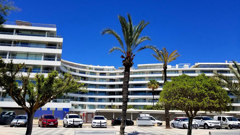 Propiedad de lujo con inmejorables vistas al puerto deportivo Marina Botafoc y a las murallas de Dalt Vila