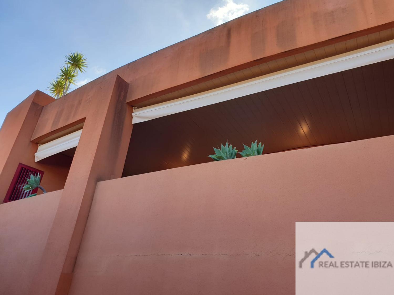 Precioso y amplio piso de tres dormitorios en venta en Roca Llisa